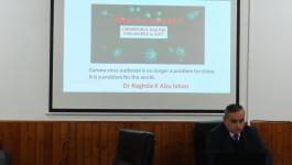 شاهد: محاضرة علمية بمستشفى النساء والتوليد في مجمع الشفاءحول فيروس كورونا