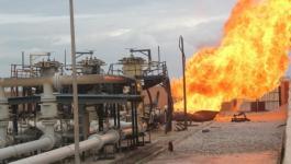 شاهد: مسلحون يفجرون خط الغاز الرابط بين مصر وإسرائيل شمال سيناء