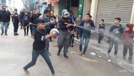 بالصور: رابطة شباب آل وشاح تُنظم مبادرة تعقيم لمخيم البريج وسط قطاع غزة