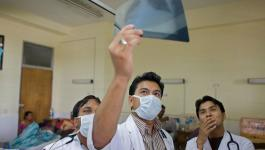 طبيب يروي شهادة صادمة ومؤلمة عن كيفية التعامل مع فيروس كورونا