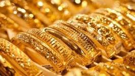 الذهب: يتراجع ويتجه إلى