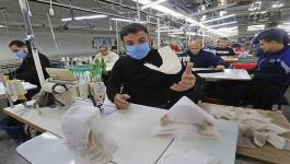 مصنع في غزّة يستعد لإنتاج مليون كمامة تمهيداً لتصديرها إلى الولايات المتحدة