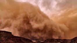 بالصور: عاصفة صحراوية خطيرة