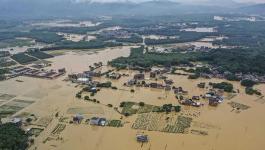 مصرع 13 شخصا وتشريد الملايين بفيضانات وسط وجنوب الصين.jpg