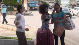 بالفيديو: إلقاء خادمة منزلية في الشارع بـ