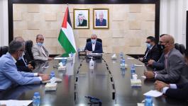 اشتية يلتقي وفداً من ممثلي منظمات حقوق الانسان والمجتمع المدني في فلسطين.jpg