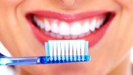 خطاء خطيرة عند تنظيف الأسنان بالفرشاة..