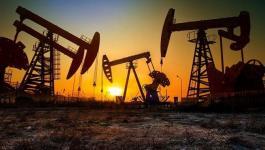 النفط   يغلق عند أعلى مستوى له منذ عامين