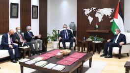 رئيس الوزراء يبحث مع البنك الدولي إعادة اعمار قطاع غزة.jpg