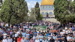 آلاف المصلين يؤدون صلاة الجمعة في رحاب المسجد الأقصى