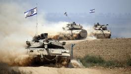 جيش الاحتلال يدفع بتعزيزات عسكرية قرب غزة ومطار بن غريون يغير مسار رحلاته