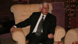 محافظ الخليل يستقبل وفداً أمريكياً ويطلعهم على انتهاكات الاحتلال