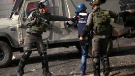 الإعلام بغزّة ترصد 99 انتهاكاً إسرائيلياً بحق الصحفيين خلال ديسمبر الماضي