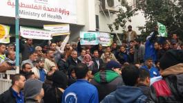 مسيرة عمالية لعمال النظافة في مشافي غزة؛ وذلك للمطالبة بدفع رواتبهم