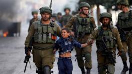 الاحتلال يحتجز طفلاً من مخيم