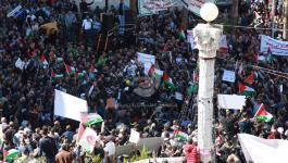 بالصور: تظاهرة حاشدة وسط رام الله رفضاً لقانون الضمان الاجتماعي