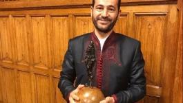 رمزي أبو رضوان يفوز بجائزة غاندي للسلام 2017.jpg