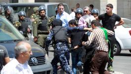 حماس: أجهزة السلطة تعتقل 6 نشطاء و 3 آخرين يواصلون إضرابهم
