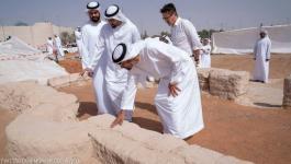 بالصور : محمد بن زايد يزور أقدم مسجد مكتشف بالإمارات
