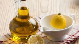 resized_خليط زيت الزيتون والليمون لشعر صحي.jpg