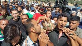 جماهير غفيرة تُشيّع جثمان الشهيد اشتيوي بغزة.jpg