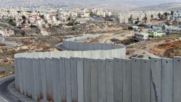 الاحتلال يستأنف بناء جدار الفصل حول قرية الولجة جنوب القدس.jpg