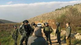 الاحتلال يحتجز جرارا زراعيا شرق يطا