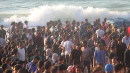 بالفيديو والصور: فلسطينيون يواجهون الاحتلال قرب شواطئ