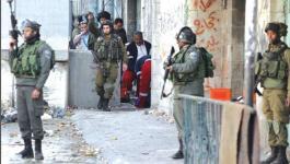 أصيب مواطن بكسور في قدميه بعد مطاردته من قبل جنود الاحتلال في القدس
