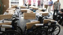غنام تسلّم كراسي كهربائية وحقائب وقرطاسية لطلبة من ذوي الإعاقة ومحتاجين.JPG