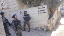 قوات الاحتلال تُنكل بمواطنين من العيسوية المحاصرة.jpg