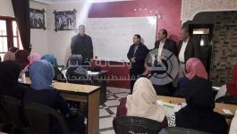 بالصور: مدير عام المخيمات بدائرة شؤون اللاجئين يتفقد برنامج دروس التقوية المجانية