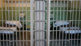 استمرار معاناة الأسرى المرضى القابعين في عيادة معتقل