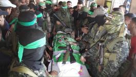 بالصور: جماهير غفيرة تُشيّع جثمان شهيد القسام برفح
