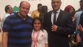 طالبة فلسسطينية تتفوق بمسابقة الحساب في لبنان.jpg