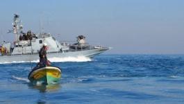 زوارق الاحتلال تستهدف مراكب الصيادين في بحر غزة.jpg