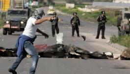 إصابات بالاختناق جراء استهداف الاحتلال لمدرسة بالخليل