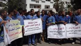 عمال شركات النظافة بمستشفيات غزة يصعدون من احتجاجهم حتى صرف مستحقاتهم.jpg