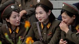 بالفيديو : مجندات جيش كوريا الشمالية نظام والتزام ووطنية يفوق الوصف