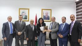 وزيرة الاقتصاد وملتقى رجال الأعمال الأردني الفلسطيني يبحثان التعاون المشترك.JPG