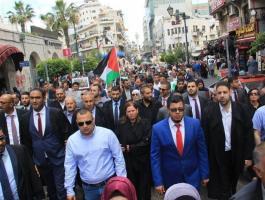 بالصور: تعليق العمل في محاكم الخليل رفضاً لإحراق مركبة محامي