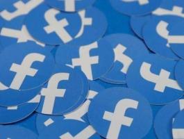 فيسبوك تحذف حسابات مشاهير