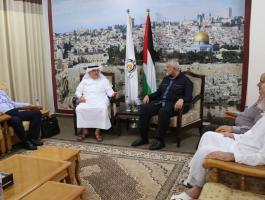هنية وقيادات حماس يجتمعون مع السفير العمادي في غزة