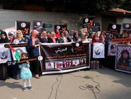 وقفة نسوية في غزّة للمطالبة بوقف جرائم الاحتلال بحق الأسرى