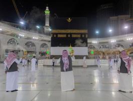 البدء بتعطير وتبخير مسجدي الحرام والنبوي استعدادًا ليدء مناسك الحج