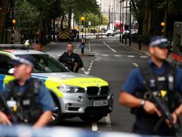 بالصور: شرطة بريطانيا تخترق