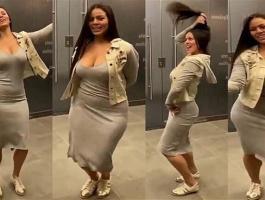 بالفيديو: برازيلية تنافس المصريين على الرقص وتثير ضجة.