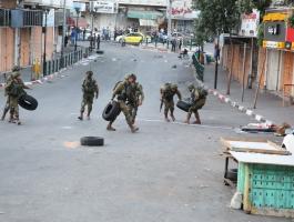 الاحتلال يغلق شارع النفق شمال غرب القدس.jpg