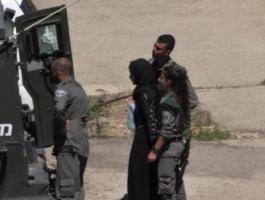 اعتقال فتاة.jpg