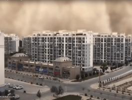 شاهدوا | جدار رملي عملاق يبتلع مدينة في الصين